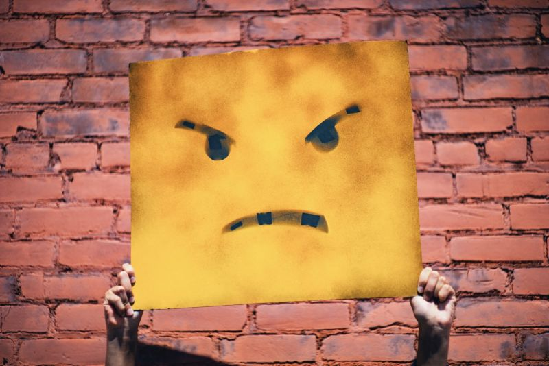 Jak reagować na negatywne opinie?